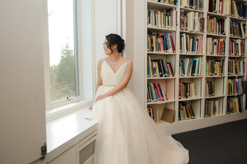 DeCordova book room bride getting ready